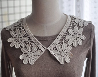 Sewing Supplies, Findings - Crochet Off White Ivory Floral Circle Lace Collar (L2)