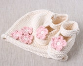 Baby Organic Hat and Booties Set in Ecru and Pink. INCREDIBLE SOFT FULLY CERTIFIED ORGANIC COTTON, NATURALLY DYED