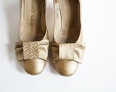 1960's Gold Heels Vintage Bow Classic Pump  Wedding Size 7 N