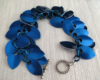 Chainmaille Dancing Leaves Blue Scales Bracelet