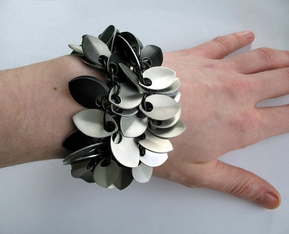 Two-strand chainmaille dancing leaves bracelet with toggle clasp