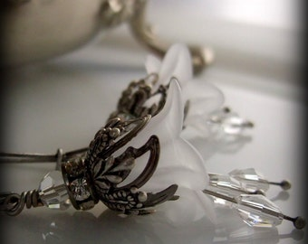White Flower Earrings, Bridal Jewelry, Vintage Style, Victorian Style, Silver Crystal
