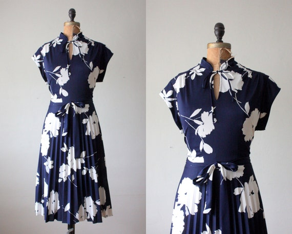 Reserved. 70's dress - navy floral print day dress
