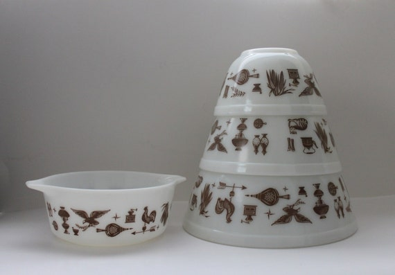 ON SALE - Vintage Pyrex Early American Mixing Bowl Set & Mini Casserole Dish
