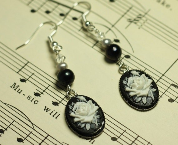 Black Rose Pearl Gothic Dangle Earrings - Vintage Cabochons