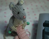 Knitting Mouse - hand knitted amigurumi mouse softie