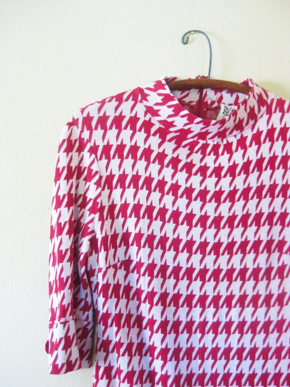Vintage Houndstooth Mini Dress 1960s MAD MEN Classic Small Medium S M Red White Chunky KNIT Mid Century Modern