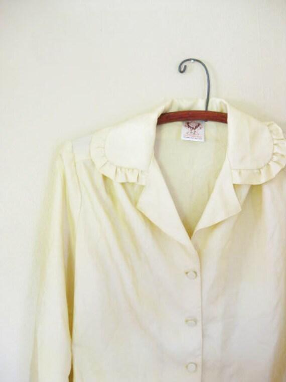 Vintage 1960s SECRETARY Blouse Shirt 60s Medium Large LIGHT YELLOW Sunshine Top M L Buttercup