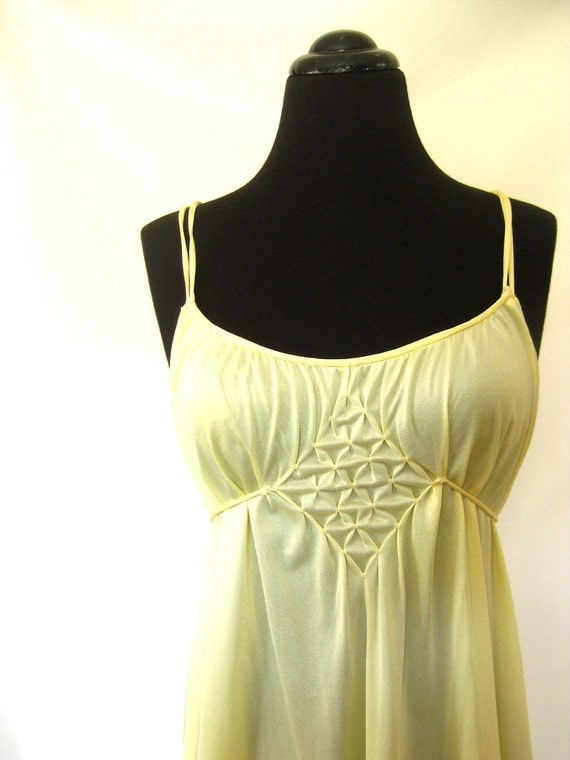 Vintage BUTTERCREAM Negligee Lingerie Full Slip YELLOW Small Medium S M Pastel Indie Classic Old Hollywood Sexy