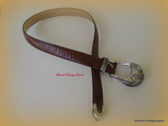 Vintage Genuine Alligator Belt  Womans Brown  Italian  Belt  lined in Calfskin size Small 1 inch wide
