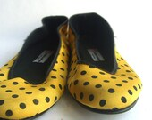 1980s Guess Black and Yellow Polka Dot Satin Flats. Size 8.5