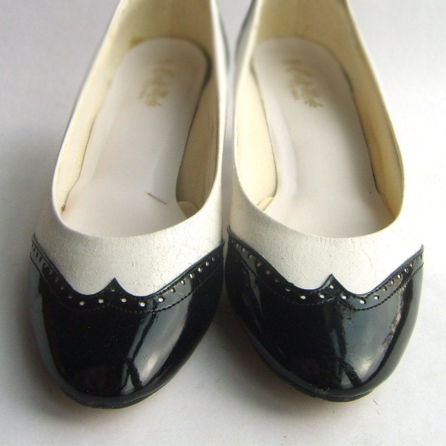 black and white spectator pumps size 8 5 by sweetlovevintage