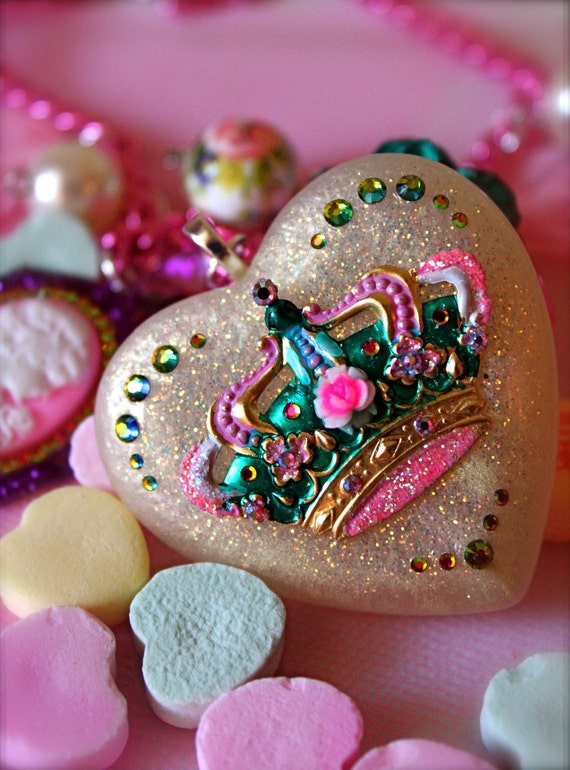 Queen of Hearts Cameo and Crown Glitter Resin Heart Pendant Necklace