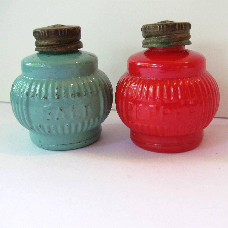 Vintage pot belly salt and pepper shakers painted milk glass - Salt and pepper shaker display case ...