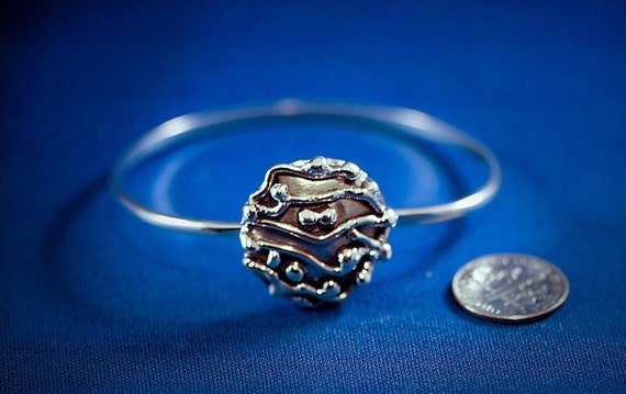 Sterling silver latching bracelet