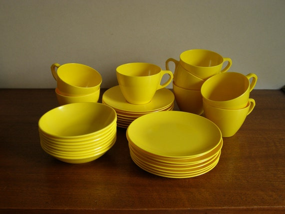 Super SPECIAL - Service For 8 - Melamine Dinnerware Set in Bright Sunny Yellow