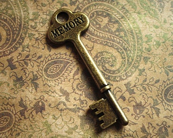 1 pc STEAMPUNK Large Antique Brass SKELETON Key w/Word MEMORY Inscribed-Steampunk key