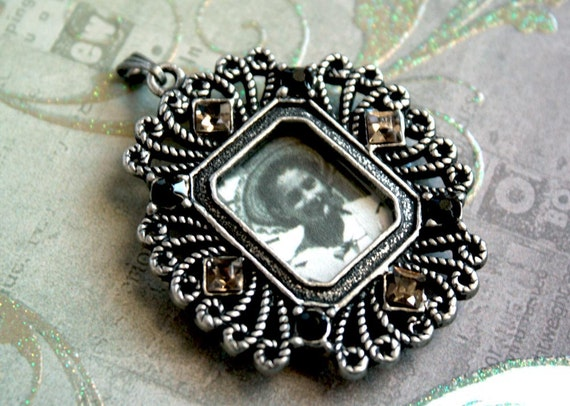 1 pc//Large Antique Silver PHOTO FRAME Pendant with Magnetic Back Flap and Rhinestones