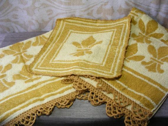 Vintage bath towel 3 pc set fleur de lis harvest gold with - Fleur de lis bath towels ...