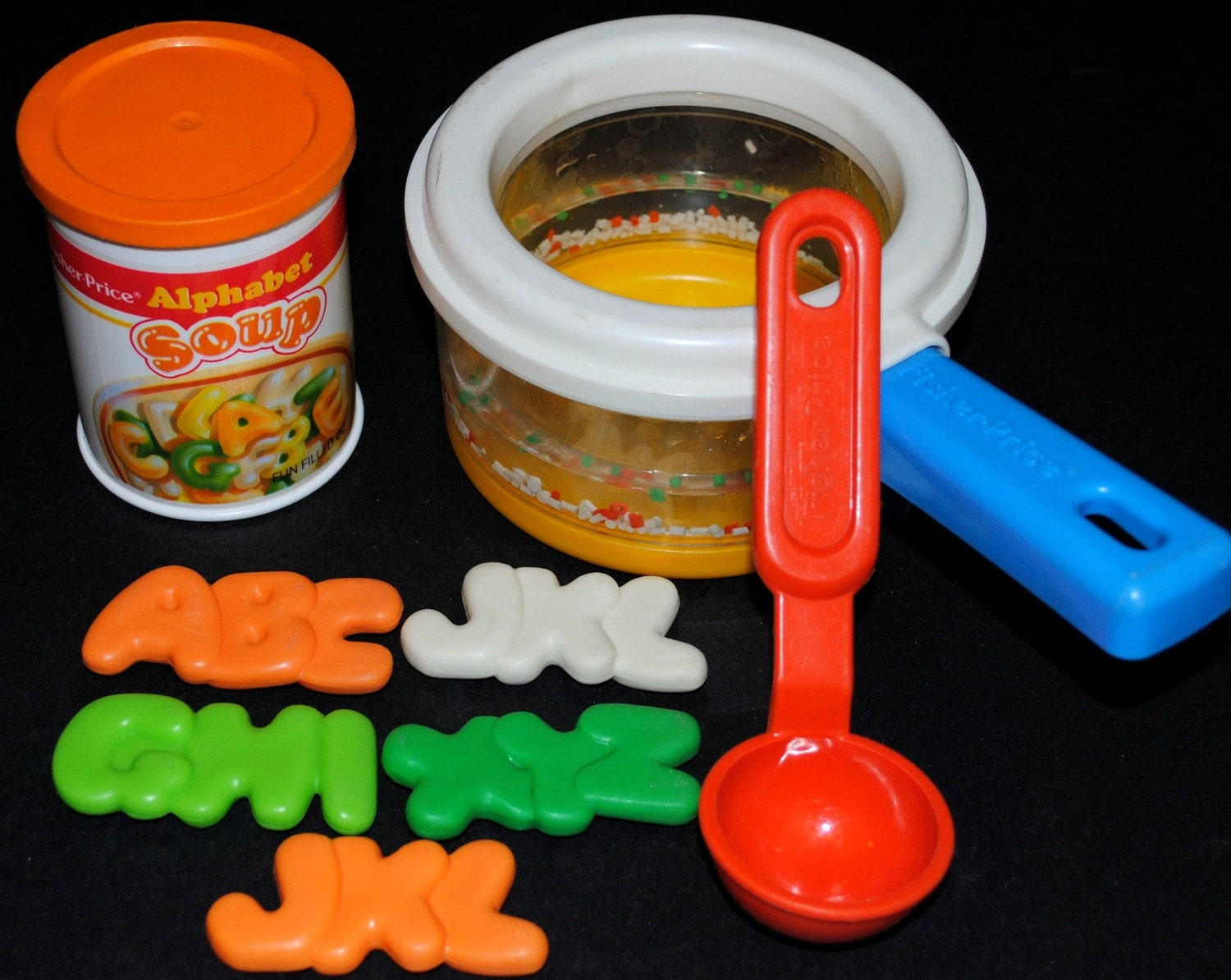 Simmering saucepan set 2111 fisher price fun with food for Kitchen set for 9 year old