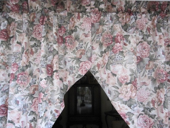 REDUCED...Vintage Curtains, Drapes, Window Curtains, 2 Shabby Floral Lined Valances Swags