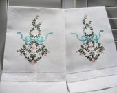 Pair Linen Cotton Guest Towels Heirloom Style Embroidery Vintage Look