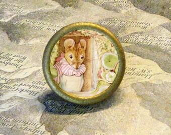 BEATIRX POTTER - Little Mouse at her Door - as TIE TACK - Lapel pin