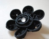 black zipper daisy hair clip