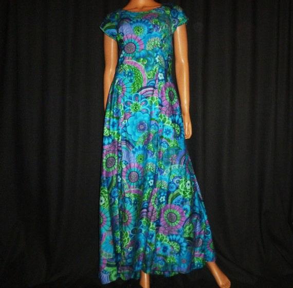 BOLD-Faced Vintage 1960's BOLD Cotton Floral Print Hawaiian Muumuu Dress made in Honolulu