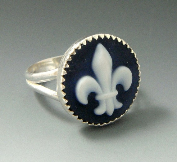 Fleur -De- Lis Cameo sterling silver ring, handcrafted artisan jewelry by jewelrybyfrancine on etsy size 7