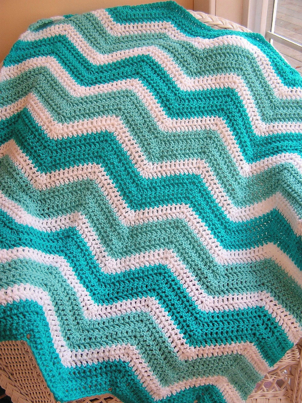 New chevron zig zag baby blanket afghan crochet knit wrap lap zoom bankloansurffo Image collections