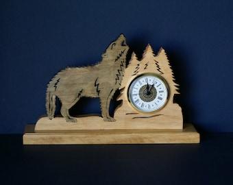 Log Cabin Timber Wolf Howling Wood Fretwork Wood Mantel Clock Scroll Saw