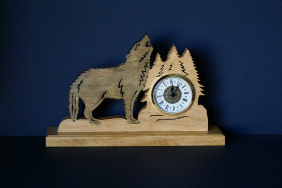 Log Cabin Timber Wolf Howling Wood Fretwork Wood Mantel Clock Scroll Saw