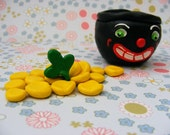 Vintage Style Wee Pot of Gold Folk Art