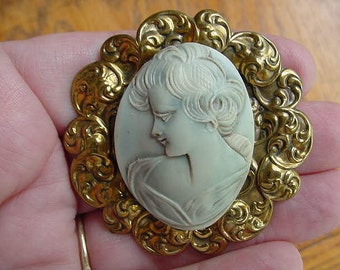Lady with soft curls in hair Cameo pin brass brooch cm41-4