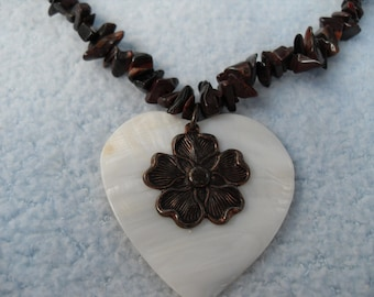 Natural Stone Browm Nugget Bead Necklace with White Shell Heart Choker Custom