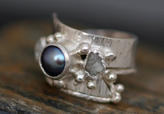 Raw Diamonds and Steel Grey Pearl in Textured Sterling Silver Ring With Matching Band