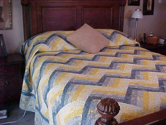 handmade king size bed quilt yellow blue split rail on point. Black Bedroom Furniture Sets. Home Design Ideas