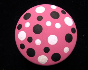 Set of 8 HOt PiNk, BlAcKand WhiTe - Polka Dots Dresser Drawer Knobs - Hand Painted