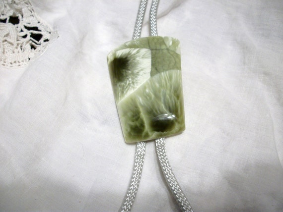 Marble gemstone necklace tie
