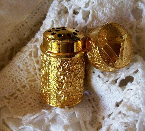 ANTIQUE GOLD SALT SNIFFER