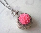 Chrysanthemum Pocket Watch Necklace. Silver Tone.