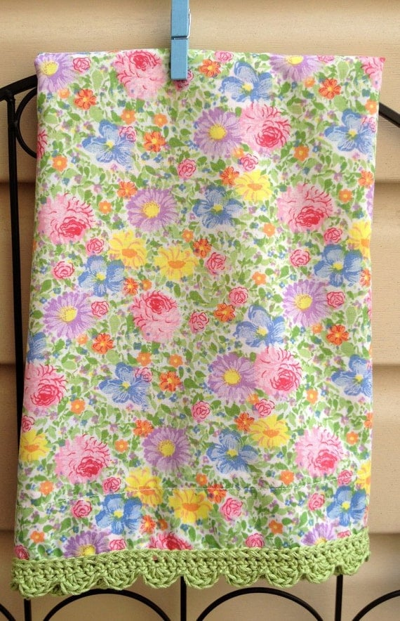 Vintage Floral Crochet Edge pillowcase Handmade Lace