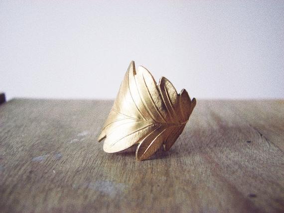 Wide leaf - brass ring