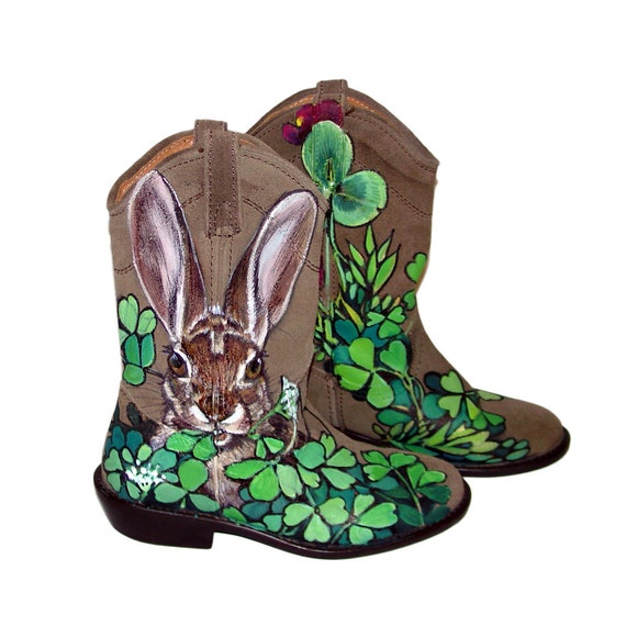 Sale - Handpainted Rabbits in Clover tan suede ankle boots - teens / girls / ladies - size 6M - Steve Madden Lasoo