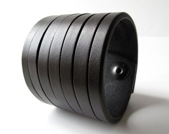The HOLMES Stacked Cut Cuff - Small