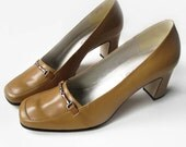 1980s Vintage Ladies Shoes Calico pumps size 8 M, Golden Butterscotch Deadstock Chunky Heels