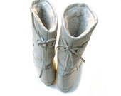 Vintage Slouch Boots Defrosters Kaufman Canada Ladies 6 M to 7 M Ivory Bone Leather and Fleece