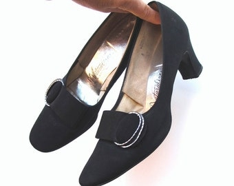 60s Vintage Naturally Classic Black Crepe Pumps Chunky Heels 8 A to B