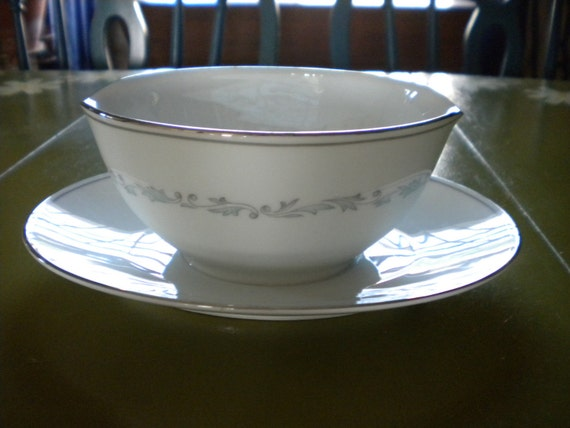 CLEARANCE Noritake Brooklane Gravy Boat With Attached Dish